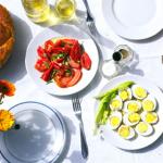 Φθηνότερο κατά 7,5% το Πασχαλινό τραπέζι του 2014 και χαμηλότερες κατά 6% οι τιμές για το ελληνικό Αρνί στις μεγάλες αλυσίδες Σουπερμάρκετ σε σχέση με το 2013