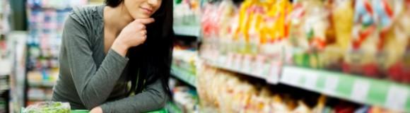 Μείωση της δαπάνης των νοικοκυριών σε είδη παντοπωλείου λόγω της οικονομικής κρίσης, αλλά αύξηση της ως ποσοστό των συνολικών αγορών