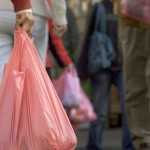 Πολύ υψηλή η χρήση πλαστικής σακούλας από τους Έλληνες καταναλωτές