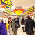 Αύξηση της εξοικονόμηση των καταναλωτών από τις προσφορές στα μεγάλα σουπερμάρκετ η οποία φτάνει το 12% της δαπάνης τους σε είδη παντοπωλείου – Εξοικονόμηση πάνω από 300 ευρώ ετησίως