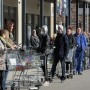 Η δυνατότητα εξυπηρέτησης πελατών με τα νέα μέτρα πρόσβασης και ωραρίου έχει μειωθεί κατά 70%
